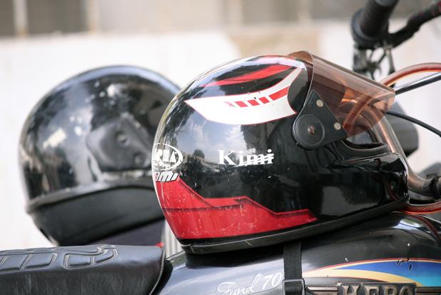 ヘルメットホルダーがない場合注意! 自転車やバイクのヘルメット盗難対策
